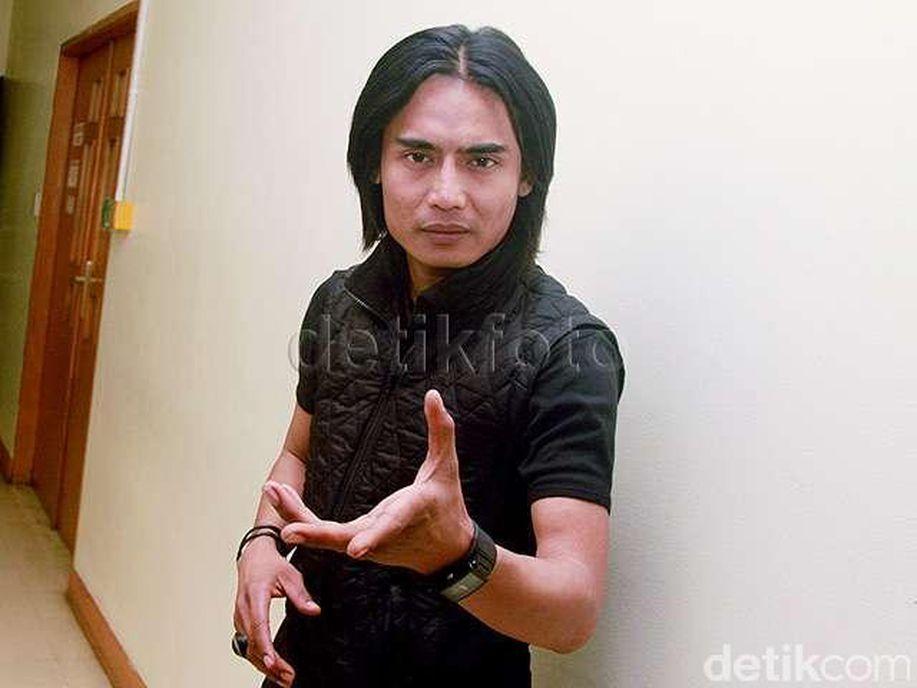 Sidang Cerai Dilanjut, Charly Van Houten Keukeuh Tak Mau Cerai https://t.co/GzR6Udc5S9 via @detikhot https://t.co/5dOYr6Xmps
