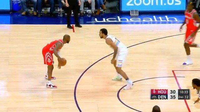 CP3 doing CP3 things.  #NBA League Pass: https://t.co/L3VurkatG8 https://t.co/uuzic7Ab1H