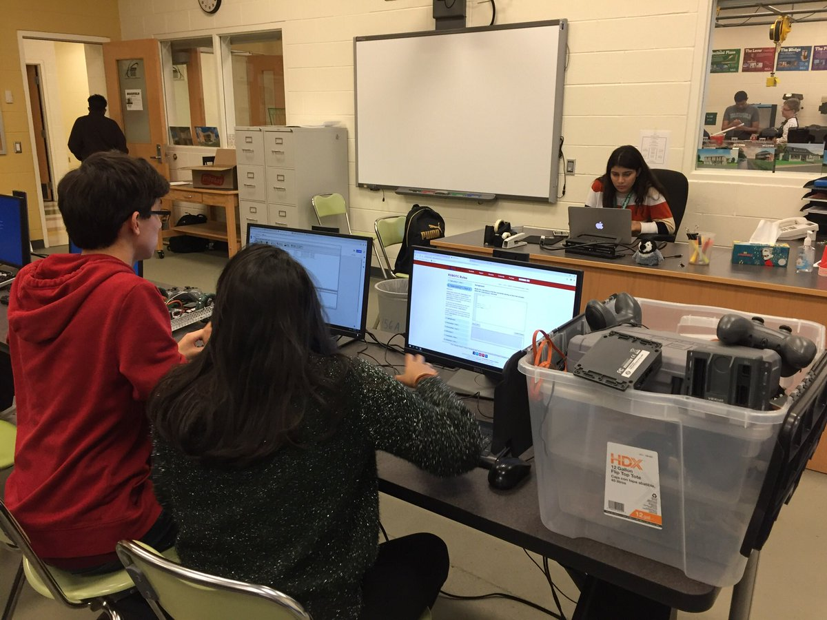 Wakefield robotics-programming &amp; building. Learning continues on for these dedicated students! <a target='_blank' href='http://twitter.com/principalWHS'>@principalWHS</a> <a target='_blank' href='http://twitter.com/APS_STEM'>@APS_STEM</a> <a target='_blank' href='http://twitter.com/APS_OEE'>@APS_OEE</a> <a target='_blank' href='http://twitter.com/WHSHappenings'>@WHSHappenings</a> <a target='_blank' href='https://t.co/KjRISTJaRy'>https://t.co/KjRISTJaRy</a>