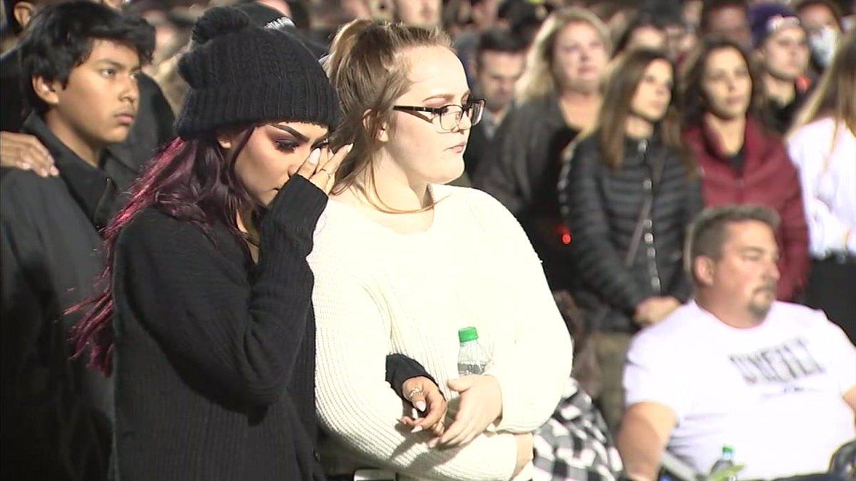 Community gathers to remember Thousand Oaks mass shooting victims https://t.co/Uyspi8GKdb