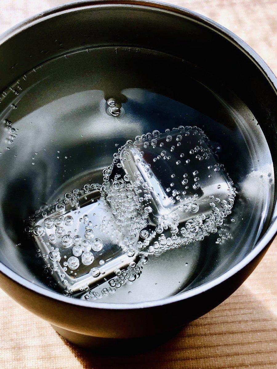 結婚式の引き出物でもらったフローズンメタルが嬉しすぎた?これ冷やすだけで氷作らなくていいし、溶けないから味薄くならないし、なんか、かっこいい。