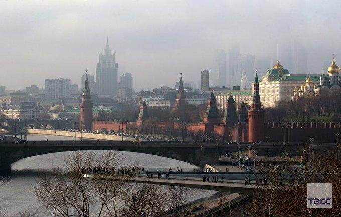 В Кремле предложили называть меры Запада против РФ не санкциями, а рестрикциями. Дмитрий Песков отметил, что санкции — это то, что соответствует международному праву, а меры Запада Россия считает незаконными: Фото