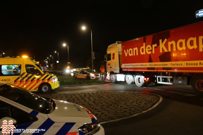 Auto in botsing met vrachtwagen Poeldijkseweg https://t.co/amR5s6EbKM https://t.co/4WQvyiw2Oe