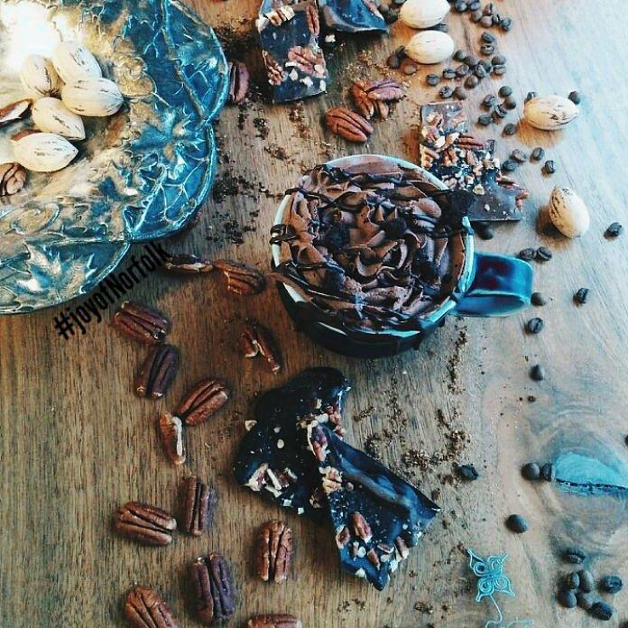 Crisp air calls for hot soul warming drinks at joy ❤ #WinterIsComing #chocolate https://t.co/g5cCpFEIlZ