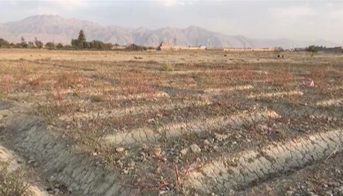 Where once lakes flowed, getting water has now become an issue!  There is #watershortage in #Balochistan brought on by a severe #drought.  What one can expect when #Pakistan is plundering &amp; exploiting natural resources of Balochistan for its benefits? #BalochistanIsNotPakistan <br>http://pic.twitter.com/XIb2TRiSby