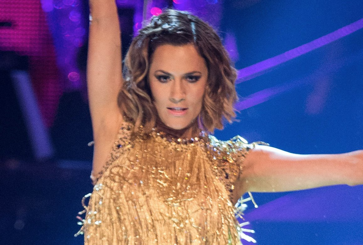 Caroline Flack shows impressive high kick ahead of #Strictly Christmas Special https://t.co/yaU9VQPZsN
