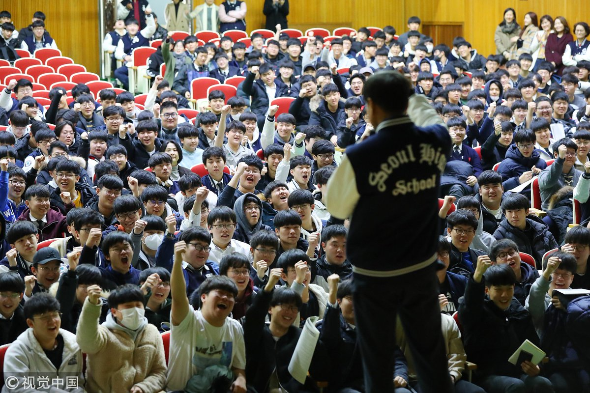Crowds cheer for high school students attending College Scholastic Ability Test in #Seoul