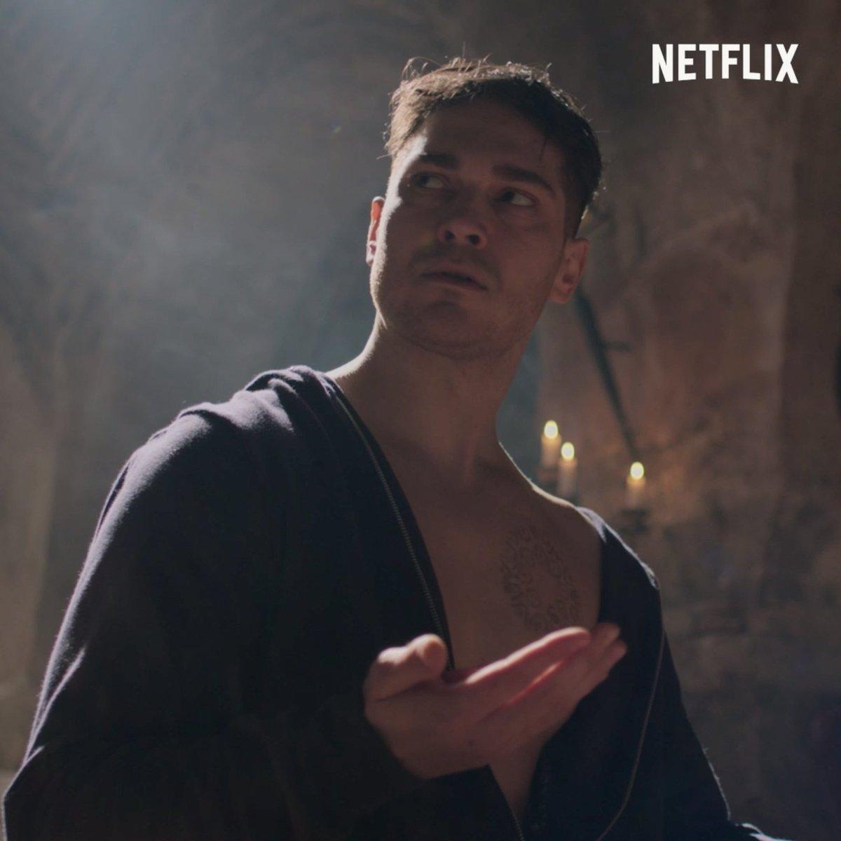 Bir şehir, bir kahraman. Ölümsüz bir düşman ve onlarca sadık olan. Hakan: Muhafız 14 Aralık'ta sadece Netflix'te. #HakanMuhafız