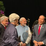 Prime Minister of Singapore Twitter Photo