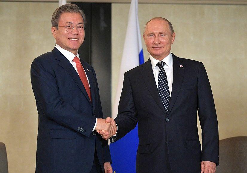 #Singapore: Vladimir Putin had a meeting with President of the Republic of Korea Moon Jae-in bit.ly/2z8on70