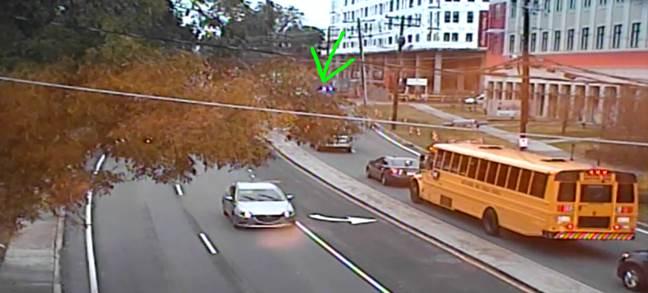 UPDATE: IB Park Rd. past Seneca Pl. wreck is blocking the right lane #cltraffic #clttraffic #clt<br>http://pic.twitter.com/ZgiezWZmOh