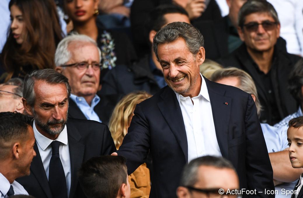 🔴  :  En no #FootballLeaksvembre 2010, Nicolas Sarkozy a invité à dîner Tamim Al-Thani, alors prince du Qatar.  Sarkozy a proposé ce deal au prince :  'rachetez le PSG et créez une chaîne sportive en France, en échange Platini vous aidera à obtenir le Mondial 2022. ' () https://t.
