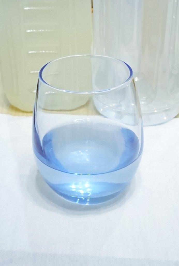 test ツイッターメディア - セリアで思わず購入??丸っこいフォームと透き通った青い色がとても綺麗。グラス以外でも使い道沢山ありそう? #seria #グラス https://t.co/UcfPghMsry