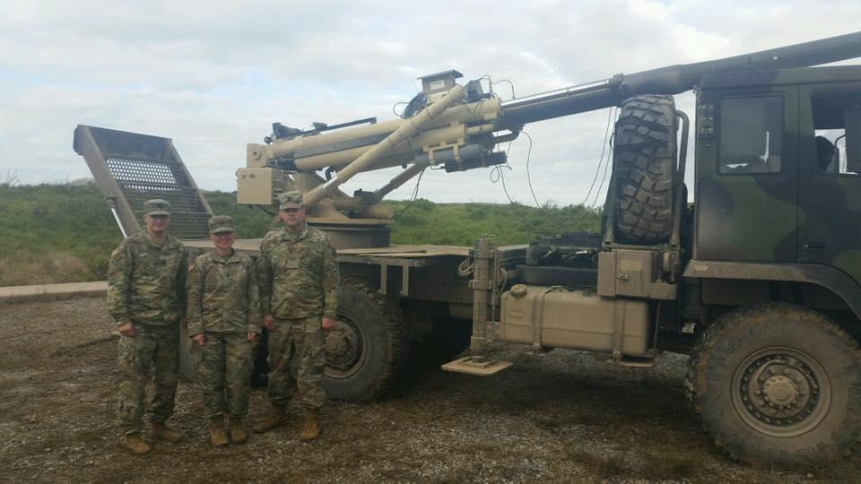 الجيش الامريكي يكشف عن مدفع Brutus الهاوتزر جديد عيار 155 ملم محمول على ظهر شاحنه  DrAPxWvW4AEJpxj