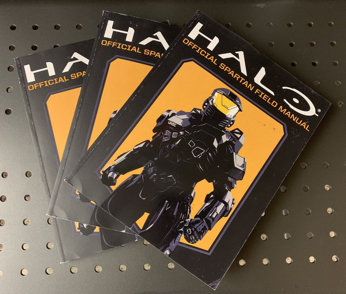 We've got some copies of the @Scholastic Halo Official Spartan Field Manual signed by author and resident franchise writer Kenneth Peters. Follow & RT for a chance to win! #HaloContest
