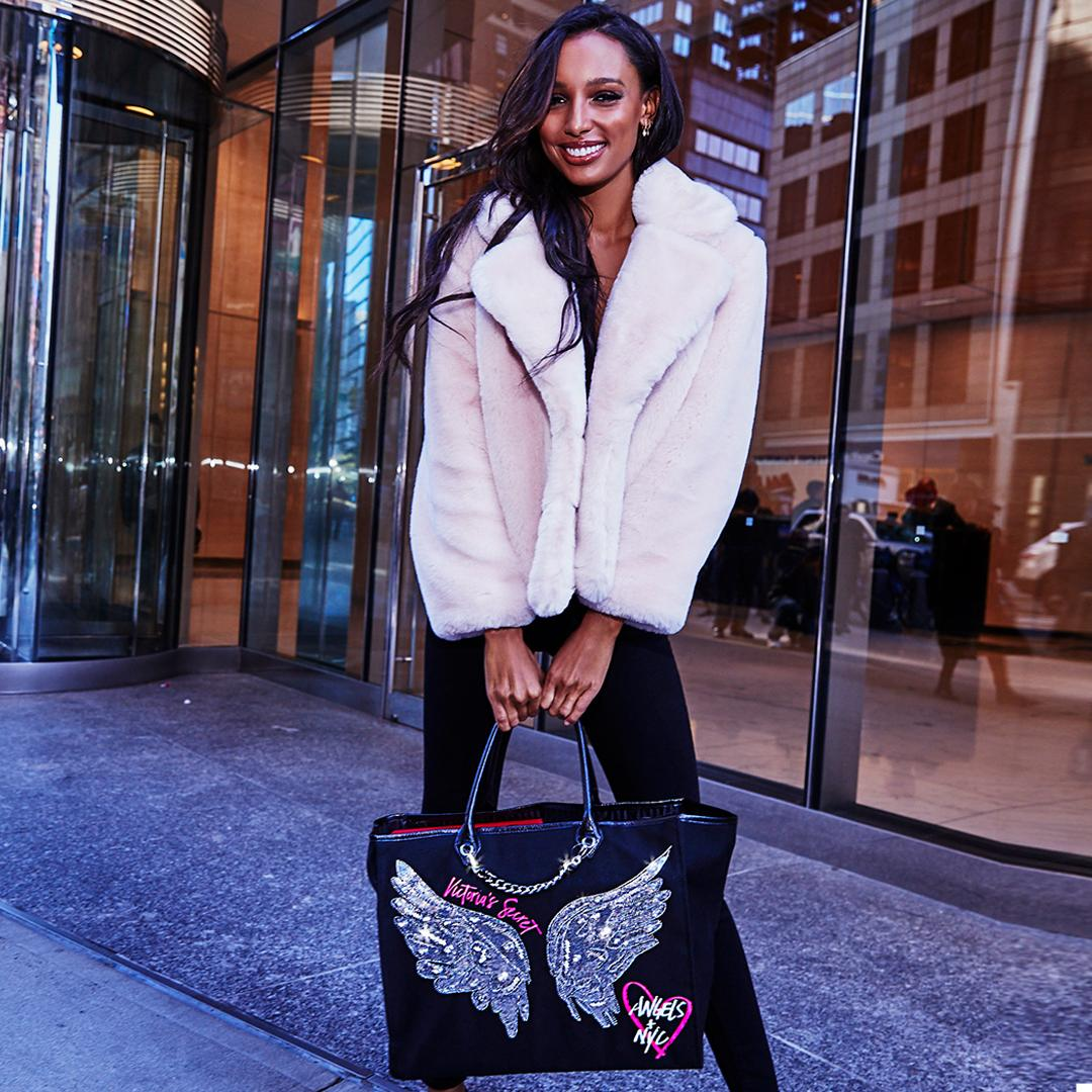Jas is taking on NYC in her #VSFashionShow Angel City Tote! Shop it now: https://t.co/Lmt5mafYRN