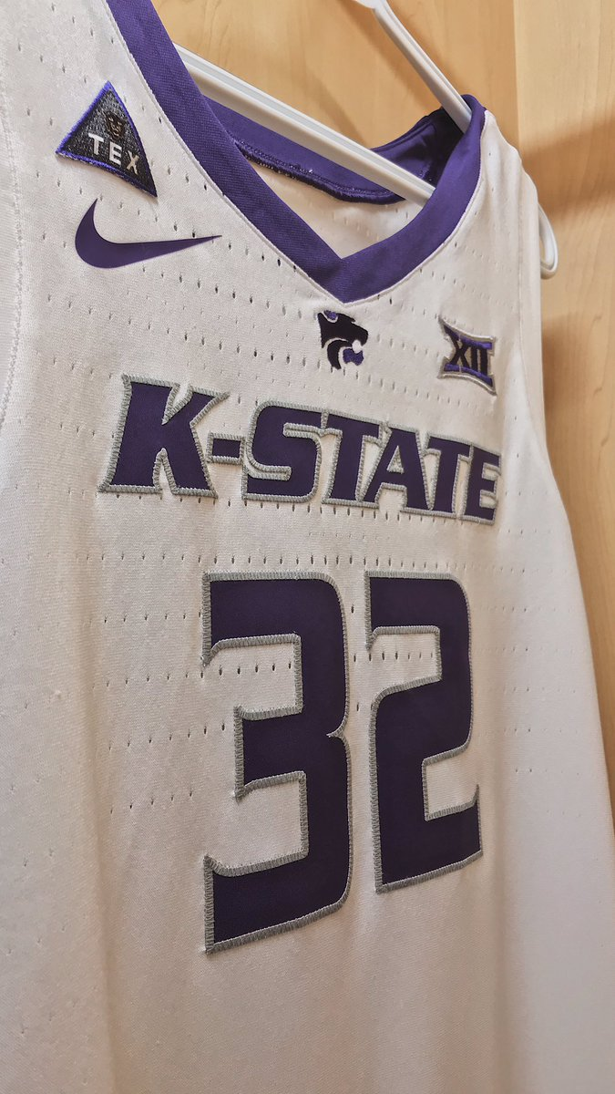 """It's giving your best and the glory of competition."" -Tex Winter   #KStateMBB<br>http://pic.twitter.com/ENDzHG3jts"
