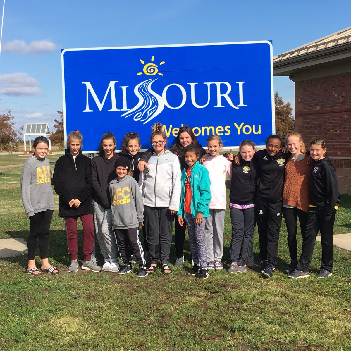 Coach Mike Smith's 07 girls are in Missouri for the Scott Gallagher Fall classic tournament.  The St. Louis based event is an elite soccer tournament hosting top teams from all over the US. Follow us here for results and highlights, best of luck girls⚽️💛! #GoAFC