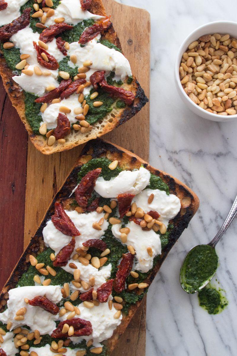 The *best* cocktail hour nibble, period. Kale Pesto Bruschetta with Burrata  -> https://t.co/jyanVM6H9G https://t.co/7MqRvYBxcv