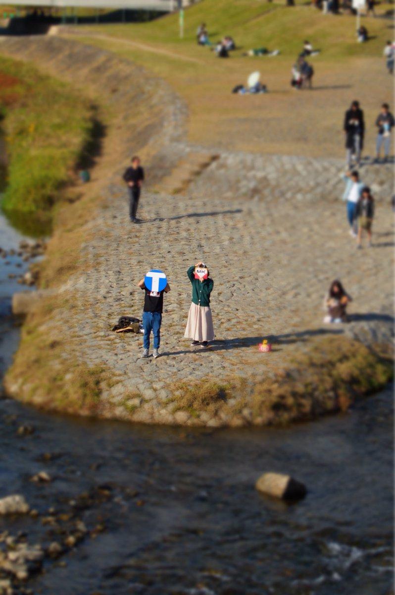 鴨川の三角州にきたのですが、、 ん、あれは・・・  _人人人人人_ > TT兄弟 <  ̄Y^Y^Y^Y^Y^ ̄  #秋だし京都に来たった旅 https://t.co/csC3dK3ANX