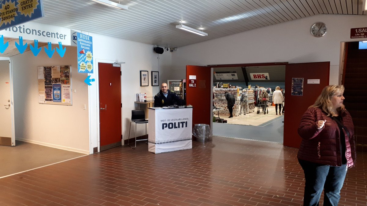 Midt Vestsj Politi On Twitter Kig Forbi Til Loppemarked I