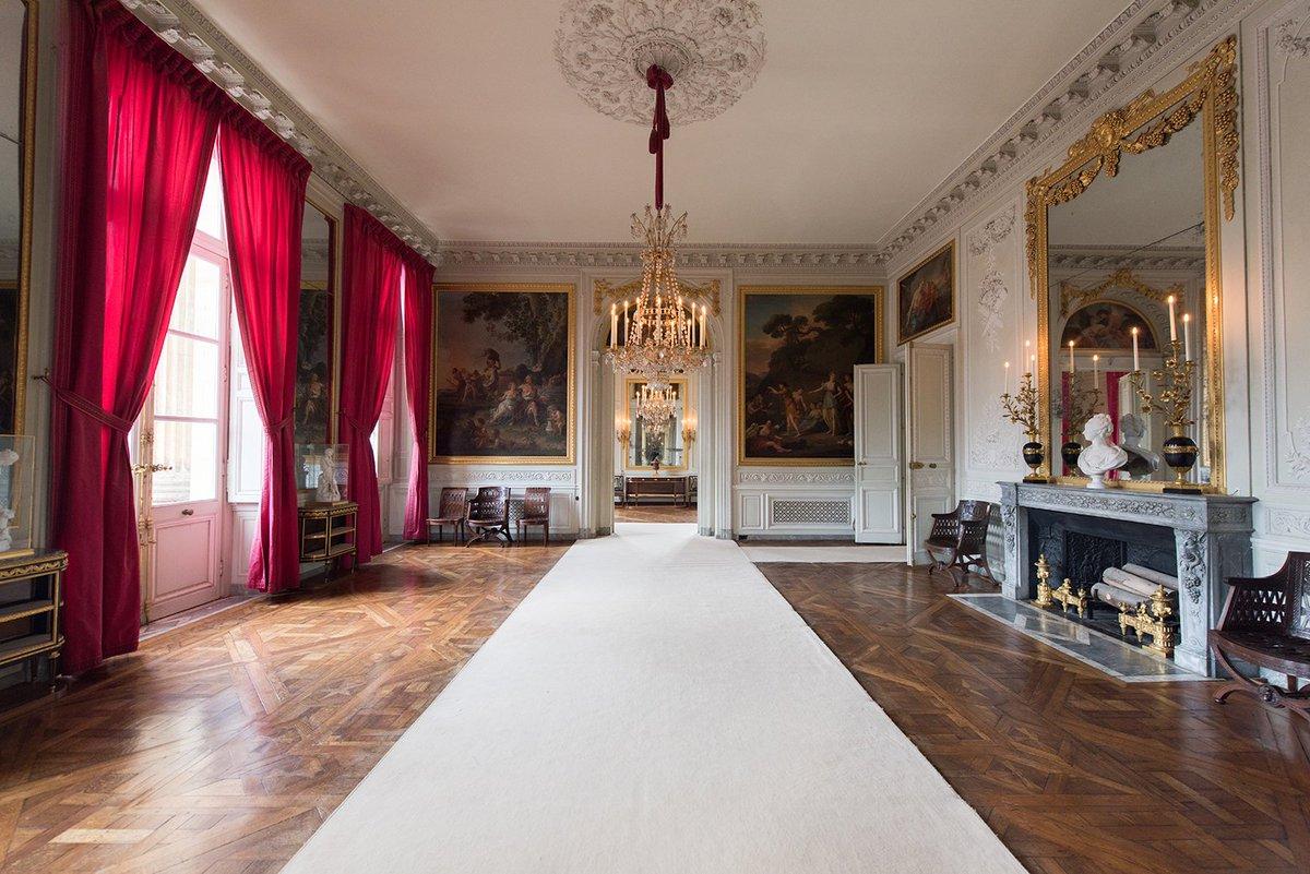 """Château de Versailles auf Twitter: """"#VersaillesPerspectives Vue de la petite  salle à manger du Petit Trianon depuis la grande salle à manger.  #VersaillesPerspectives View on the small dining room of th e"""