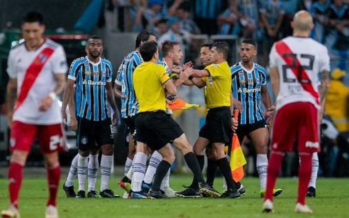 Torcedores de diversos clubes do Brasil se unem a favor do Grêmio no 'Caso Gallardo' https://t.co/9h9KKV3kyg