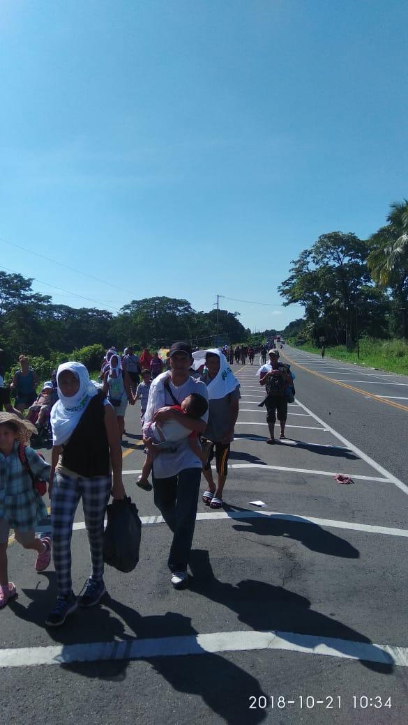 Varios miles de inmigrantes Hondureños rumbo a EEUU DrGqr7yUcAATcaD