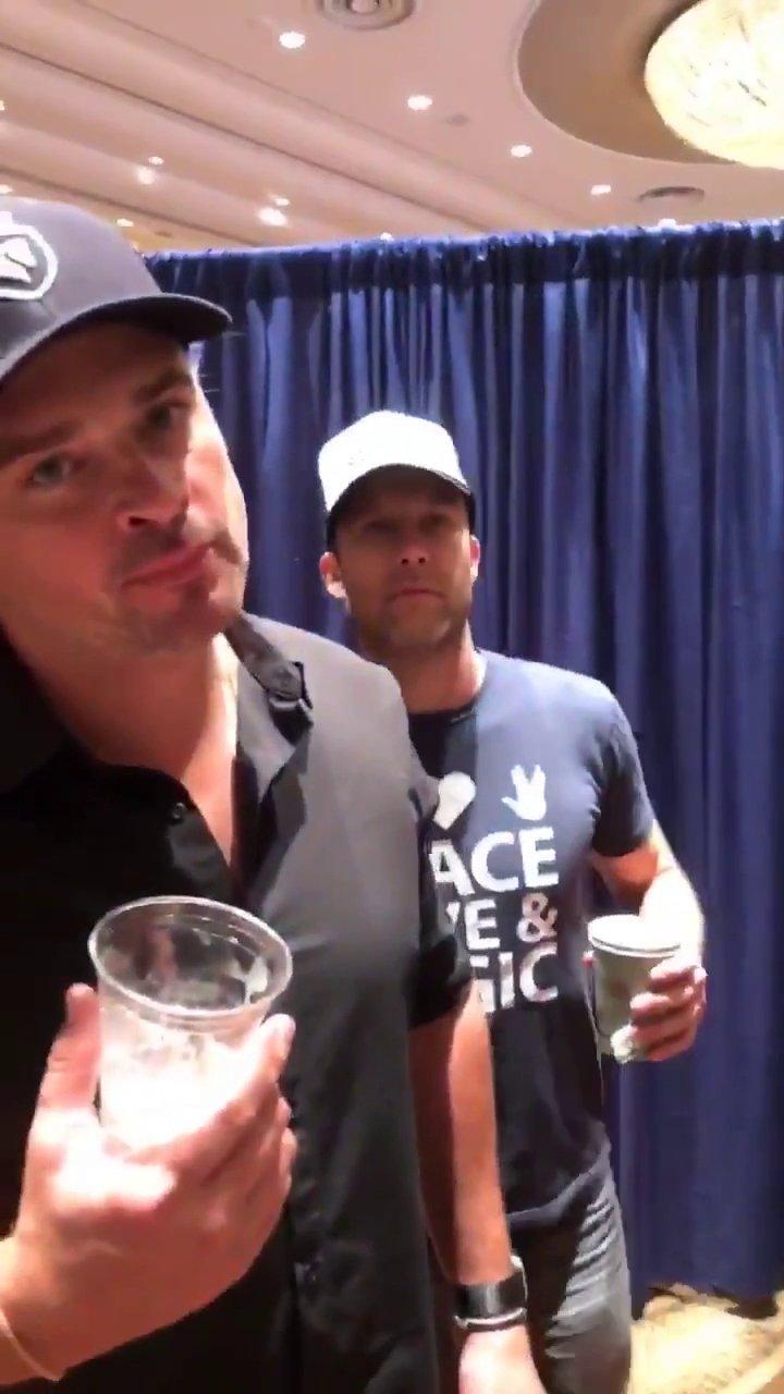 My Face when people say Arrow is better than #Smallville: #TomWelling  (��: @Vandiekins22 ) https://t.co/tH8AFM1gR3