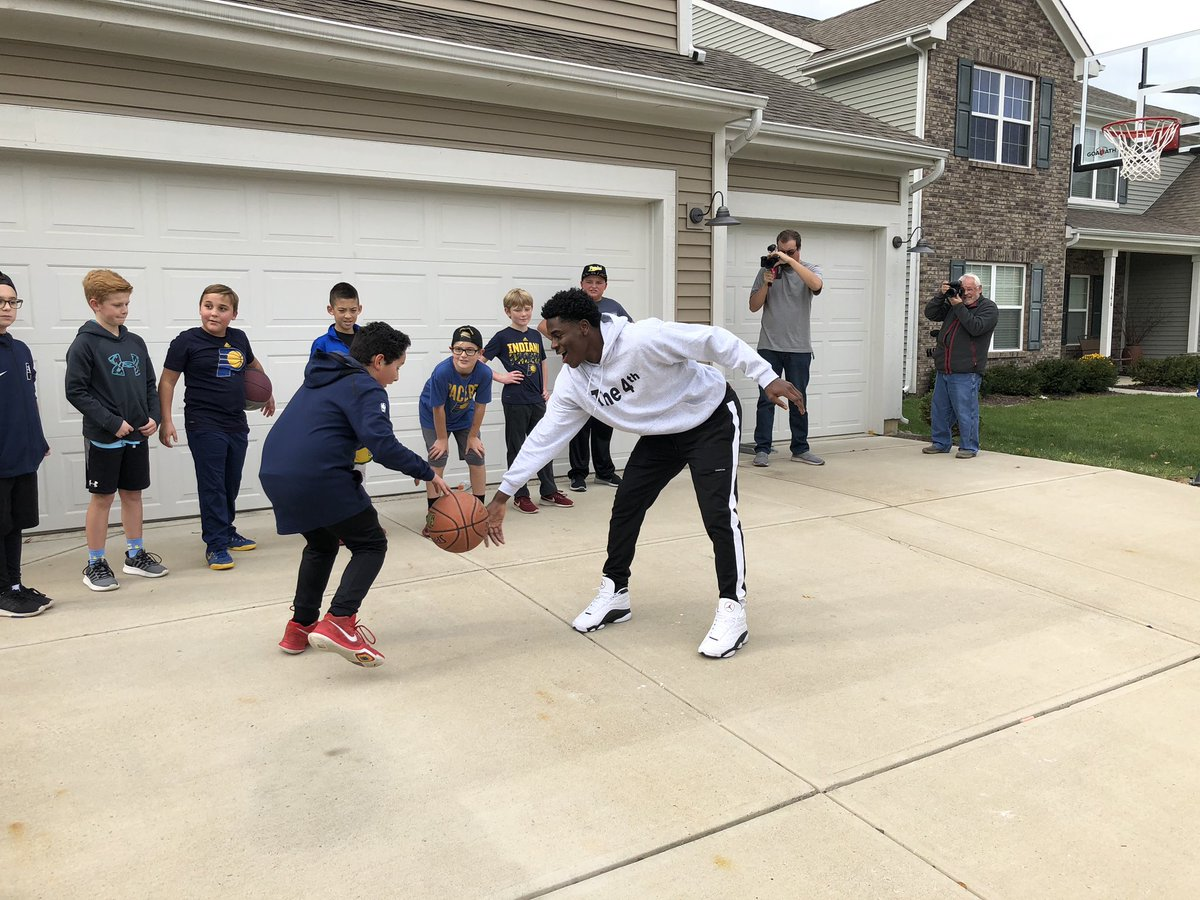 Wanna play an @nba player one on one?  Be our @PaniniAmerica #nbapod grand prize winner and you might get the chance-  Aiden takes on @The_4th_Holiday