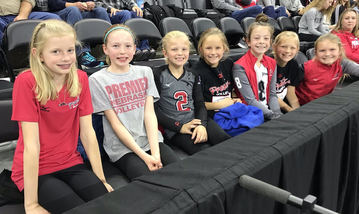 11 Gold cheering on the Mavs! @Premier_VB