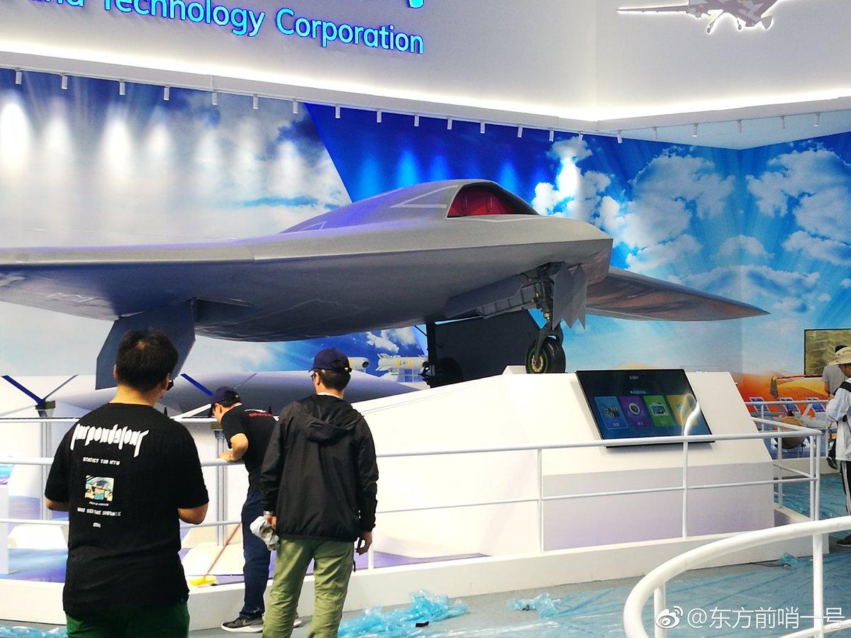 الصين تكشف عن المقاتلة المسيرة الخفية CH-7 DrMvaPYX4AEj3g_