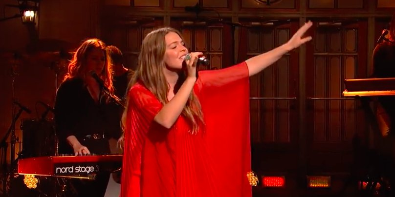 Rolling Stone On Twitter Watch Maggie Rogers Deliver A Powerful Performance Of Her Single Fallingwater On Snl Https T Co G5kb95fr28