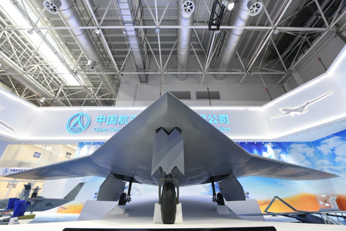 الصين تكشف عن المقاتلة المسيرة الخفية CH-7 DrNivfZU4AEHgcq