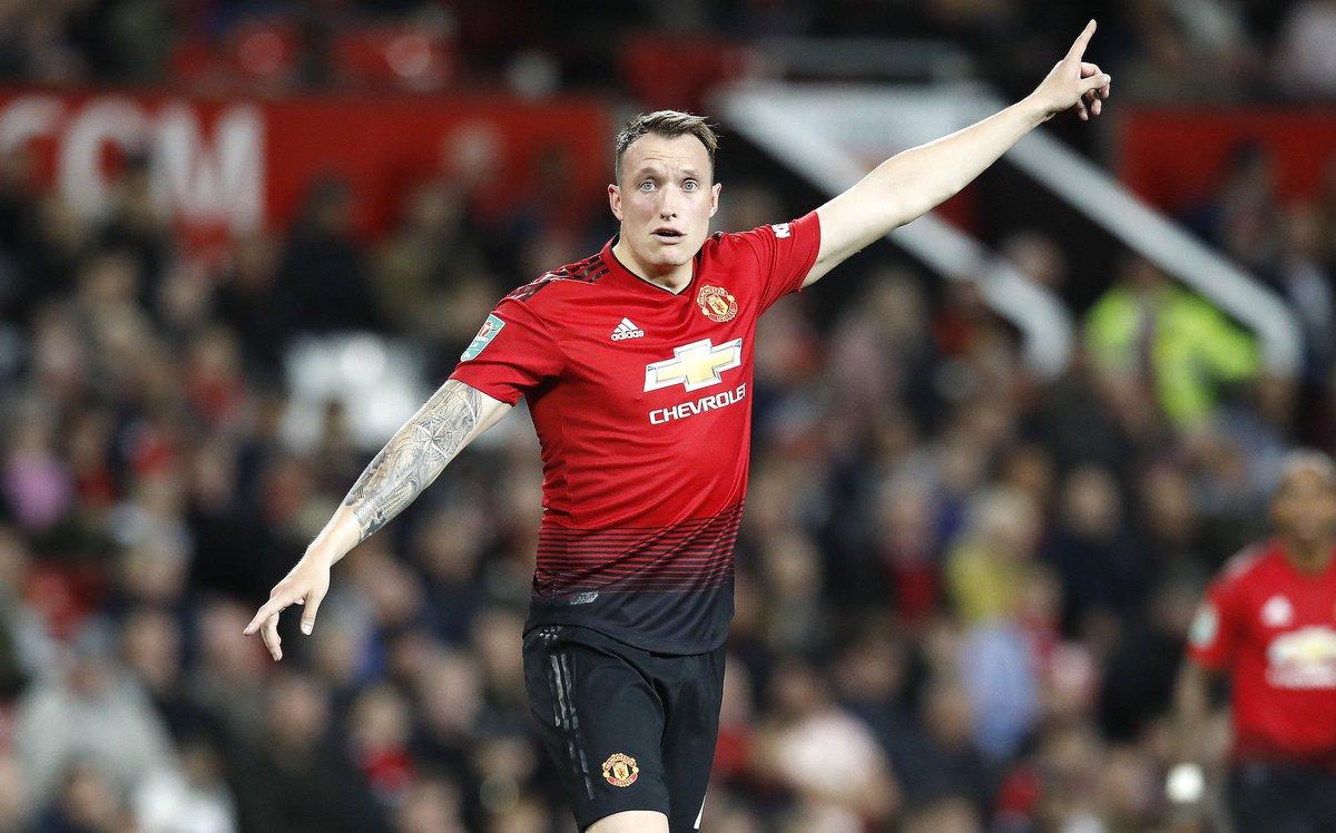 Dois clubes interessados no zagueiro Phil Jones, do Manchester United