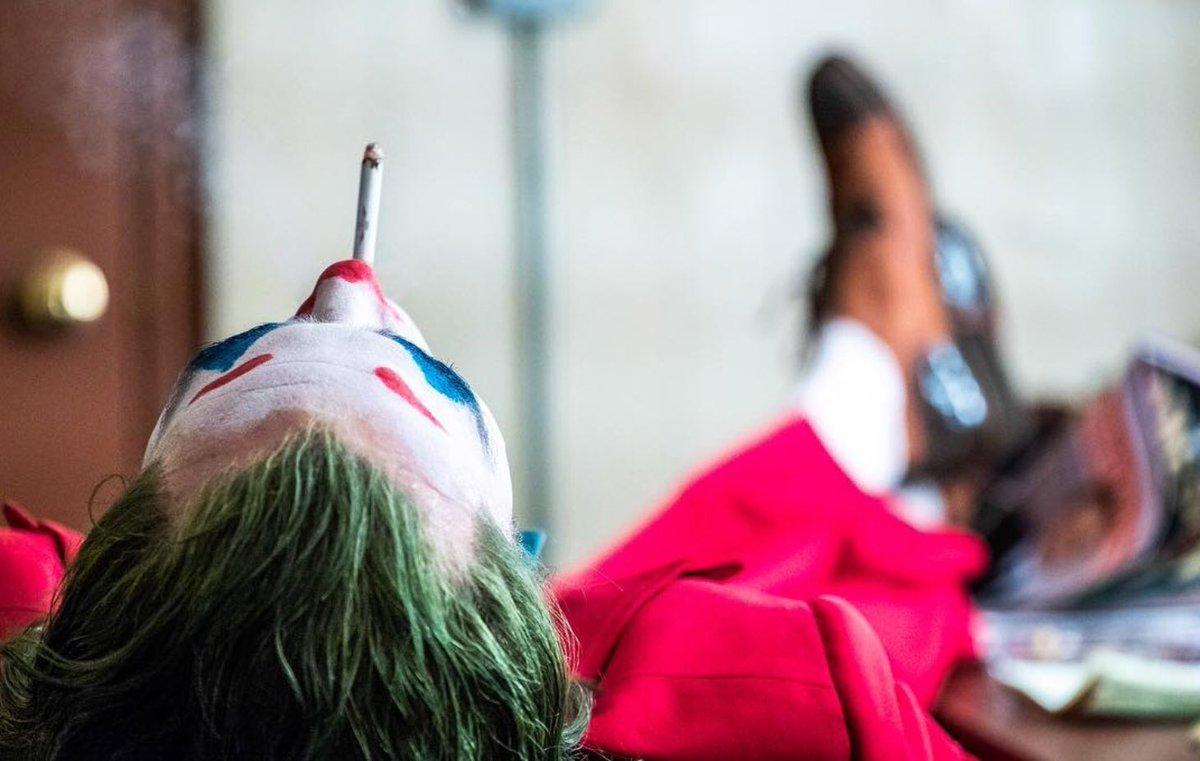 Joker (Origin Story) par Todd Philips produit par Scorcese (Elseworld) - Page 9 DrQPJr_WwAAuXmX