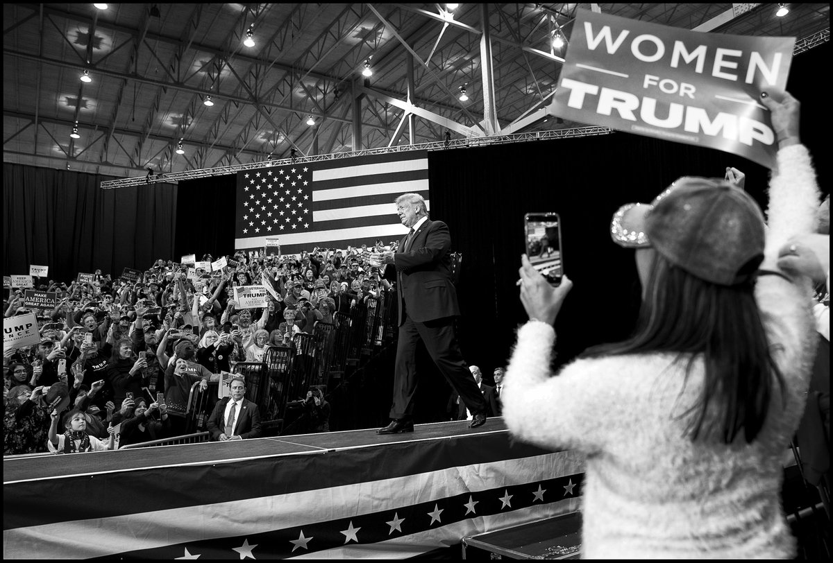 .@realDonaldTrump on stage during a MAGA rally at the I-X Center in Cleveland, OH.