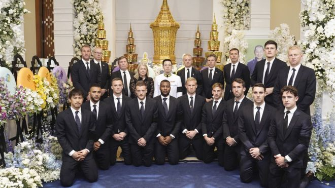 Huge respect for the Leicester City Football team, who flew to Thailand, to take part in a prayer ceremony in a Bangkok temple for the funeral of the club's owner, Vichai Srivaddhanaprabha. https://t.co/CkFUNOMOsa
