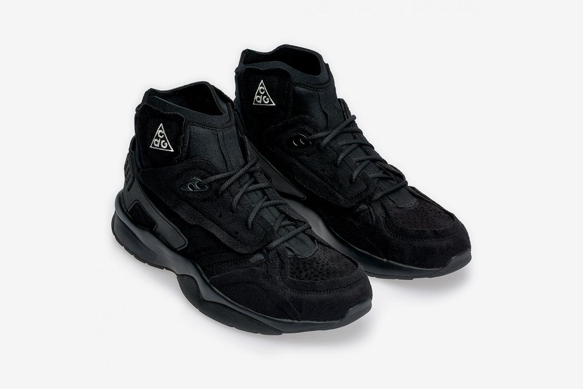 buy popular 1fe88 2b877 Our favorite all-black Nike sneakers you can cop right now   http   s.hsnob.co Rzuk0FX pic.twitter.com B9PhPkMz7D