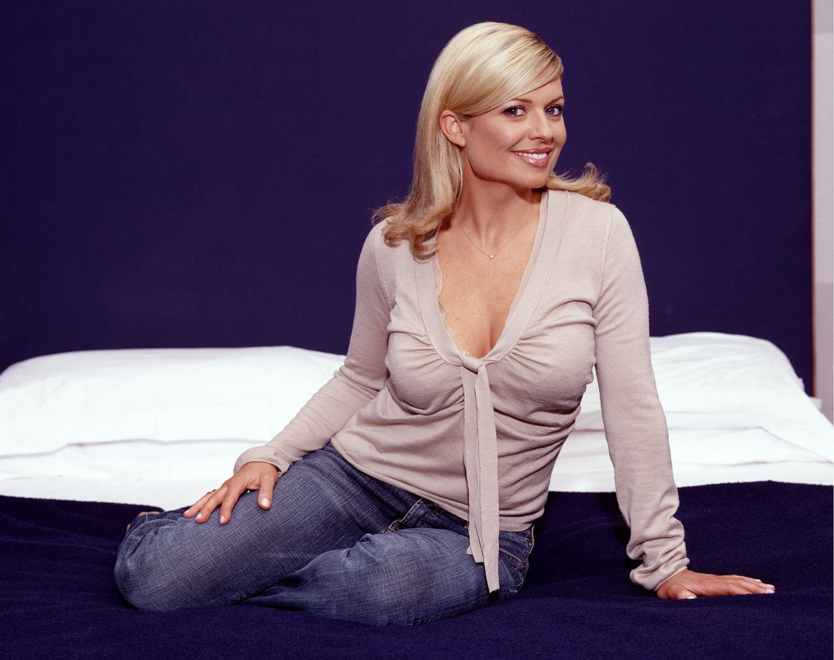 Twitter Emily Symons nude (63 foto and video), Sexy, Bikini, Boobs, bra 2006