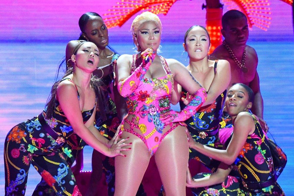 "Nicki Minaj performs ""Good Form' and 'Woman Like Me' with Little Mix at #MTVEMA https://t.co/Hk9sFtoWAx"