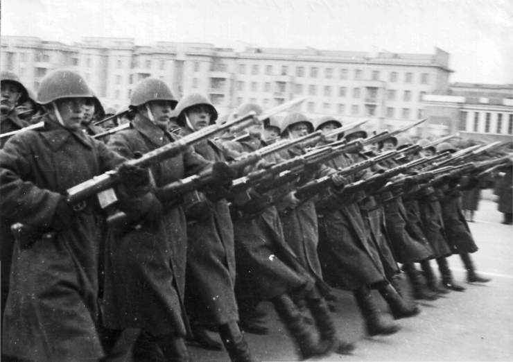 Добрым, картинки парад 7 ноября в куйбышеве