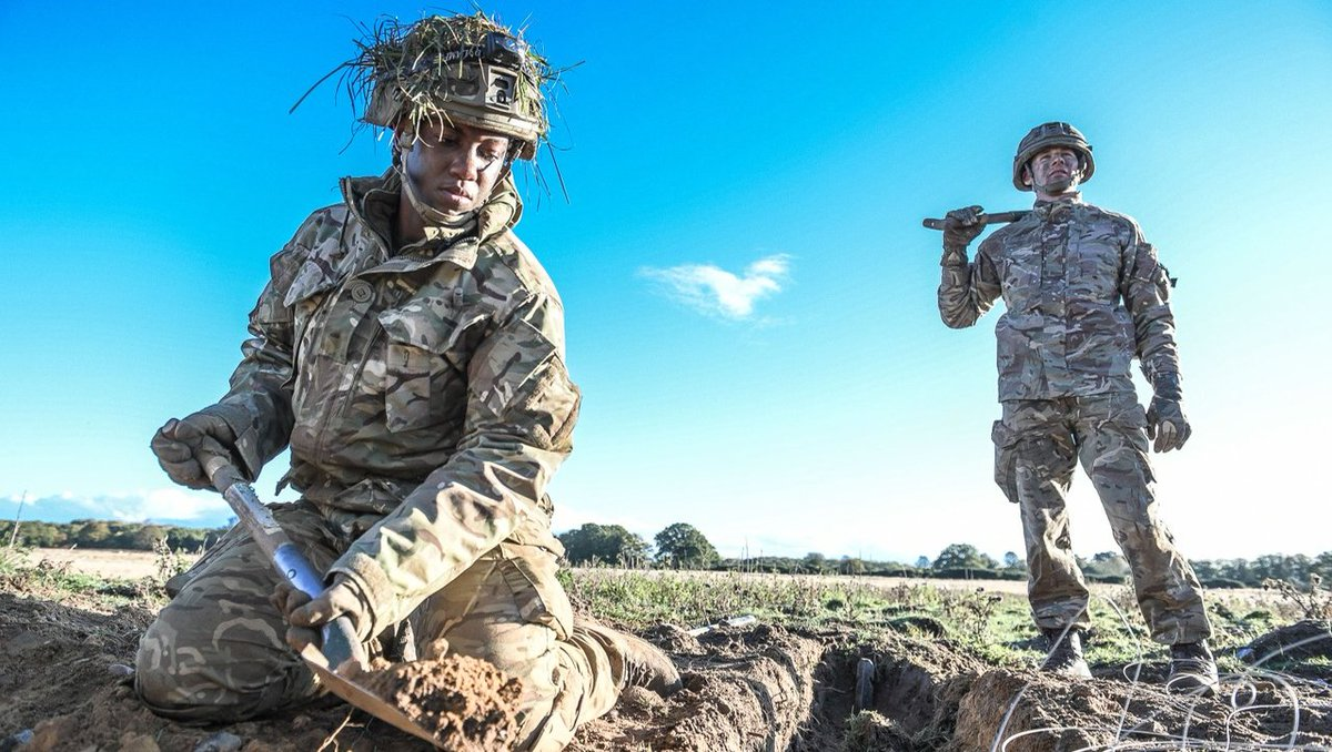Officer Cadets begin digging their trench on Exercise Slims Stand. Do you remember your exercise? Tell us below! #britisharmy #sandhurst