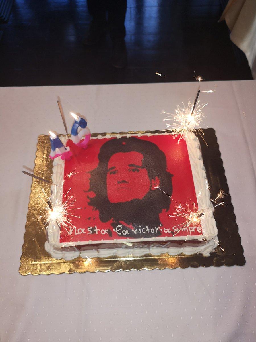 Ο Άδωνις Γεωργιάδης γιόρτασε τα γενέθλια του με τούρτα Τσε Γκεβάρα που του μοιάζει DrVbDzyWkAAddzx