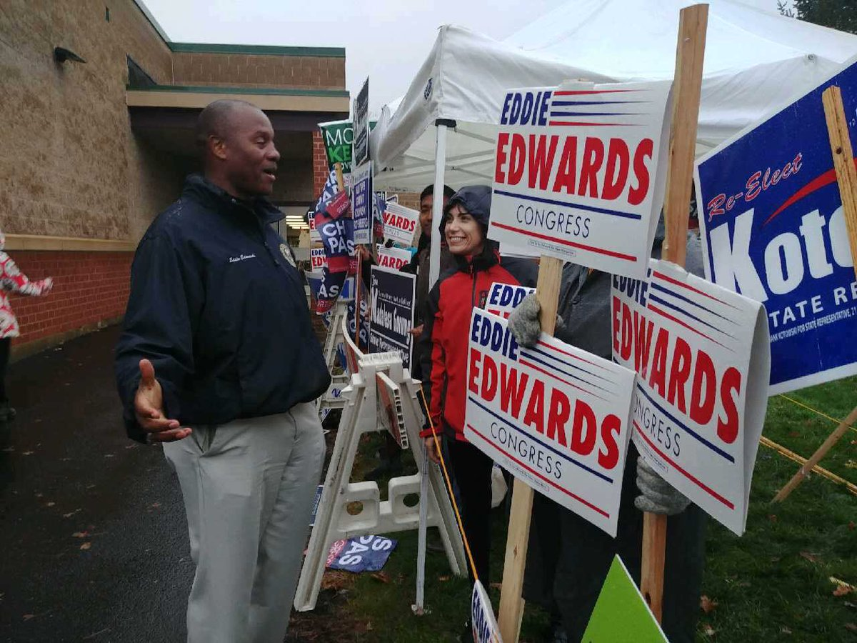 #MHT Ward 6 voters are turning out in strong numbers and are ready to bring honesty and integrity back to D.C. Have you voted yet? #NHPolitics #NH01
