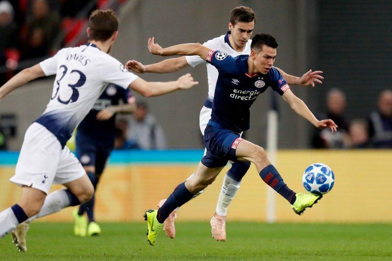 Hirving Lozano durante el encuentro ante el Tottenham Hotspur