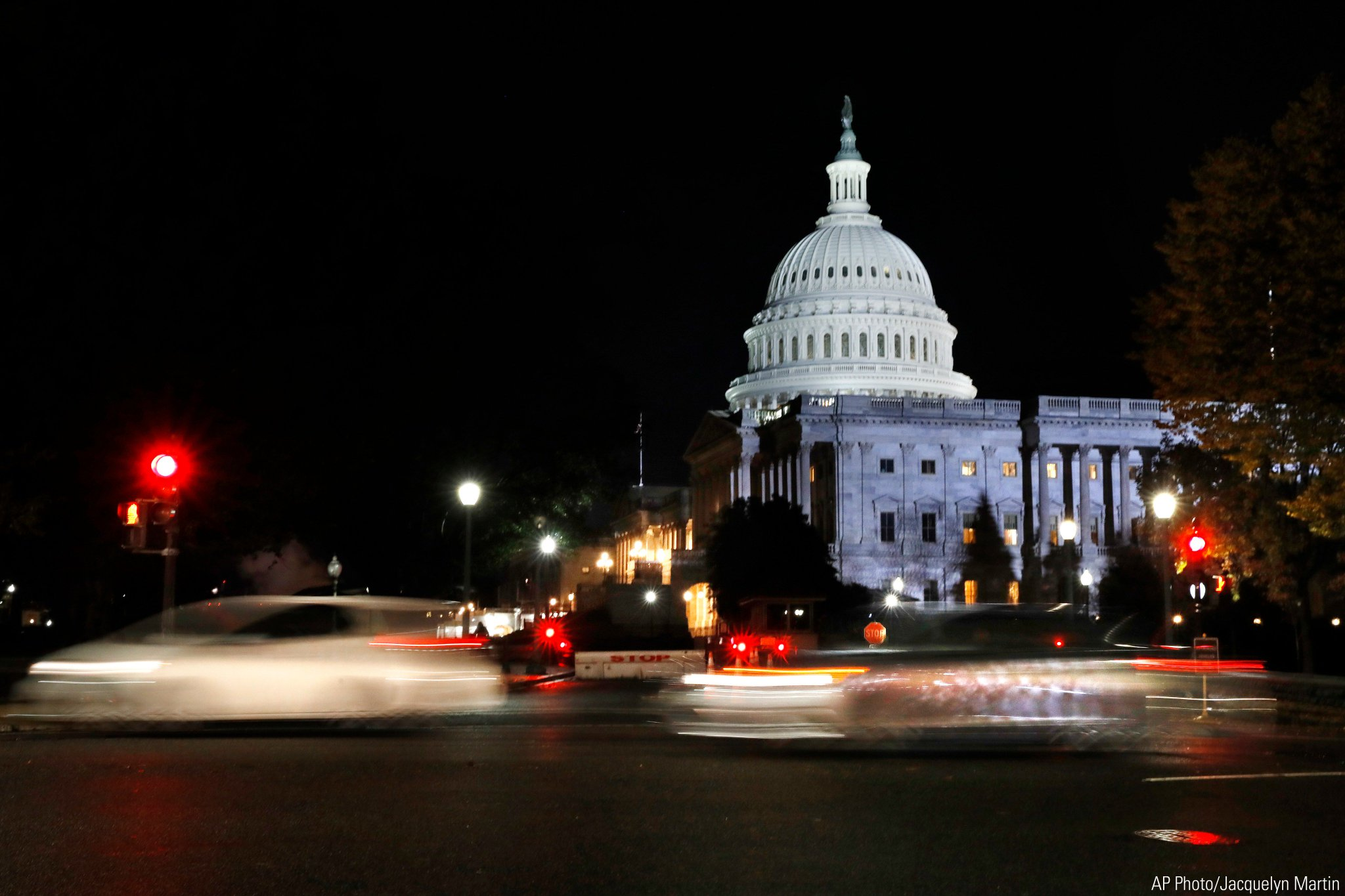Vehicles pass the U.S. Capitol on election night on Tuesday in Washington, D.C. #Midterms2018 https://t.co/4tXZVy6r5p