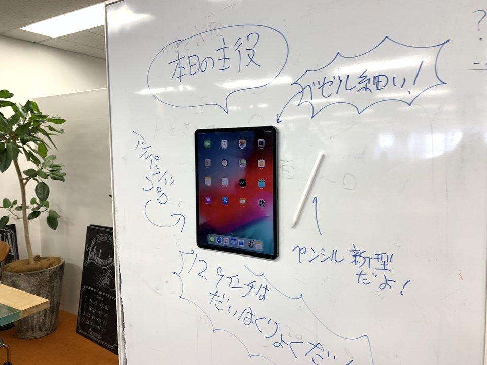 「新型iPad Proは冷蔵庫にくっつく」って聞いたからさ… https://t.co/tCgLiiEPf0