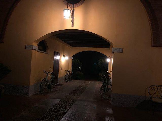 Good morning Italy! #morning #morningwalk #walk #wednesday #november7 #autumn #itsly #portal #beauty #moped