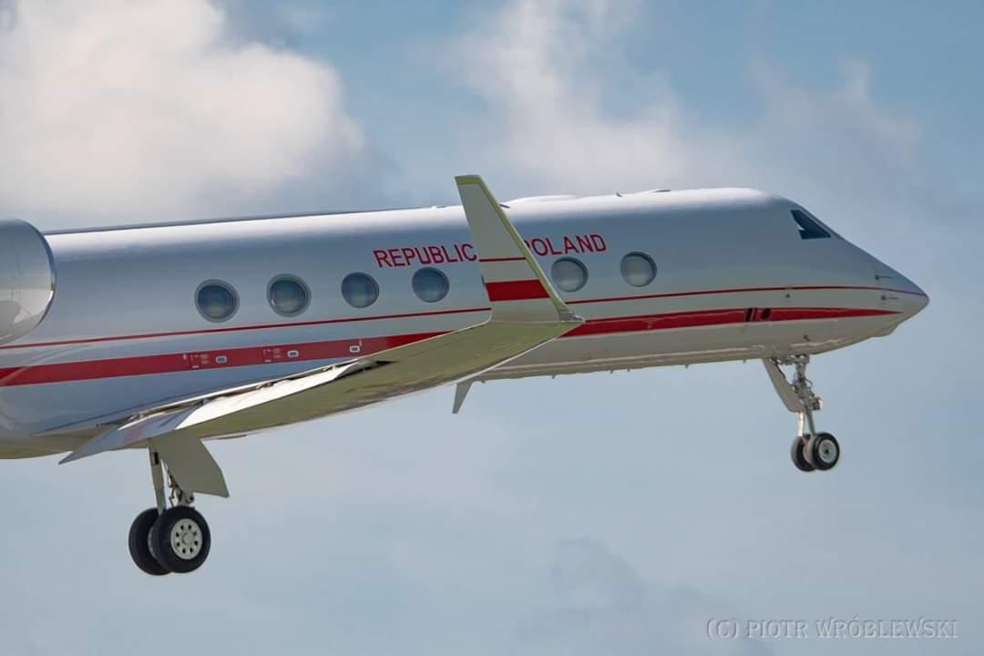 """Wspomnienie z sierpnia - #Gulfstream #G550 """"Książę Poniatowski"""" opuszcza Radom.  Fot. Piotr Wróblewski"""